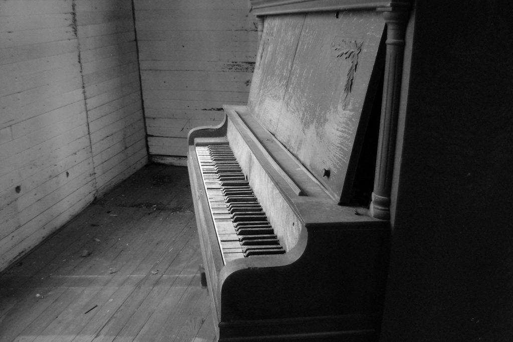 5 Lagu-Lagu Terkenal Yang Dapat Mengundang Hantu