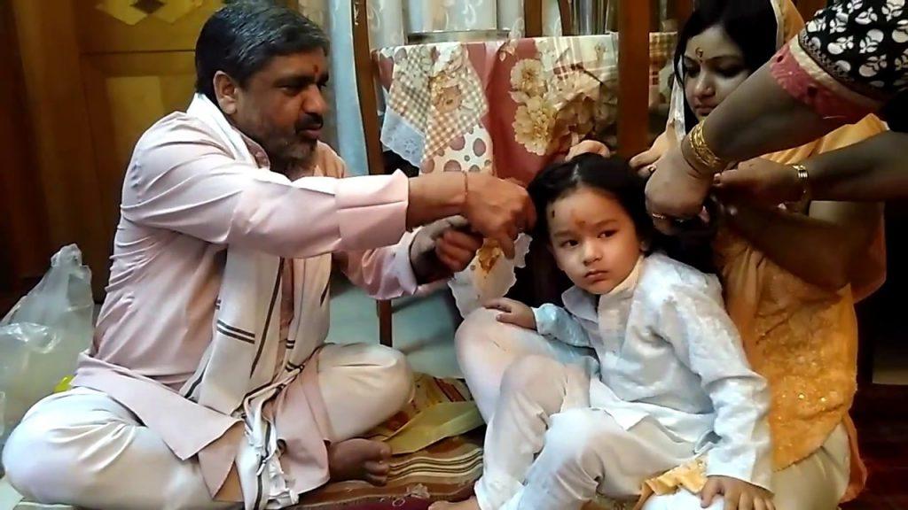 Hasil gambar untuk tradisi ulang tahun di india