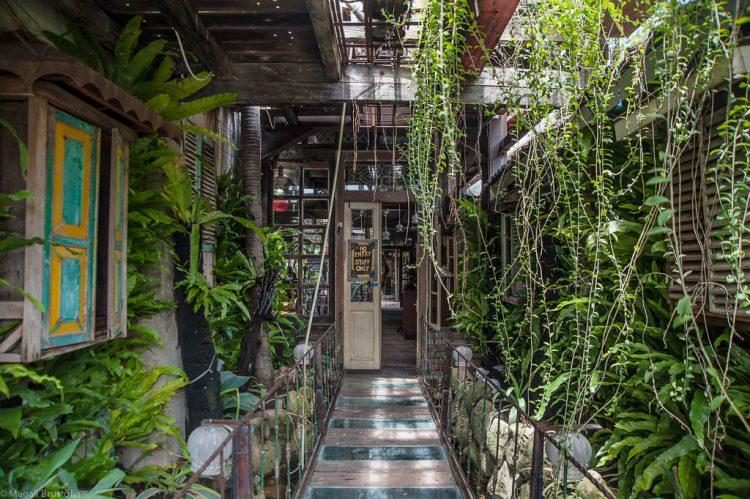 Tempat nongkrong asik di Bali - La Favela