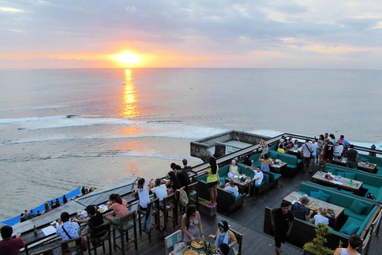 Tempat nongkrong asik di Bali - Single Fin