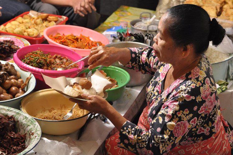 Tempat makan murah di Jogja - Gudeg mercon Bu Tinah
