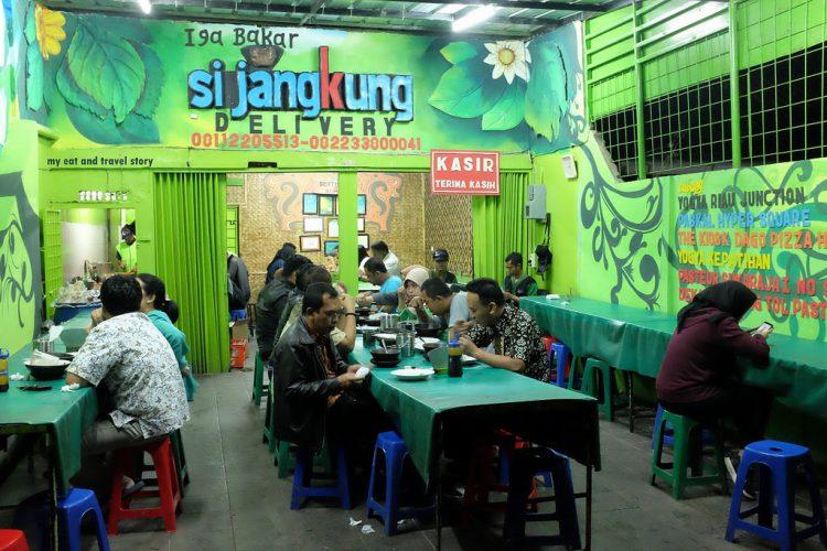 Tempat makan murah di Bandung - Iga Bakar Si Jangkung