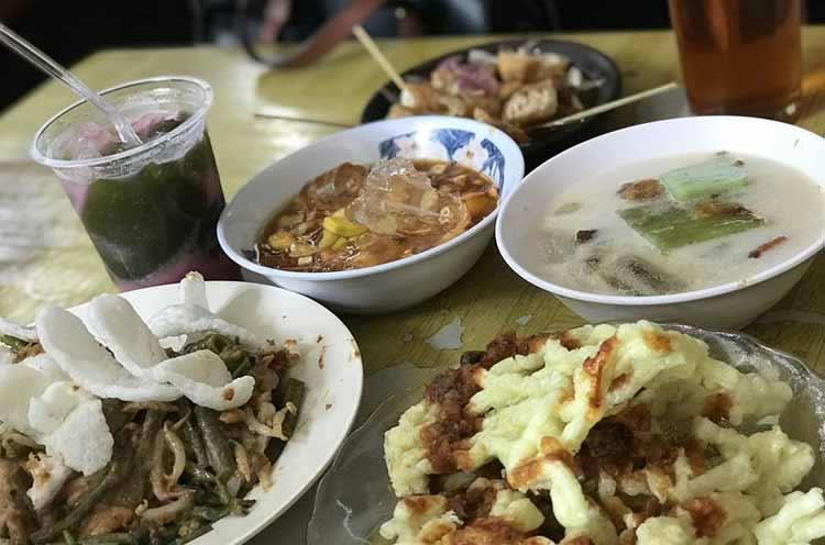 Tempat makan murah di Bandung - Lotek Macan