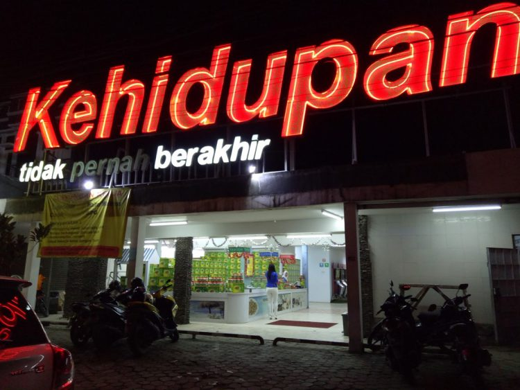 Tempat makan murah di Bandung - Restoran Kehidupan Tak Pernah Berakhir