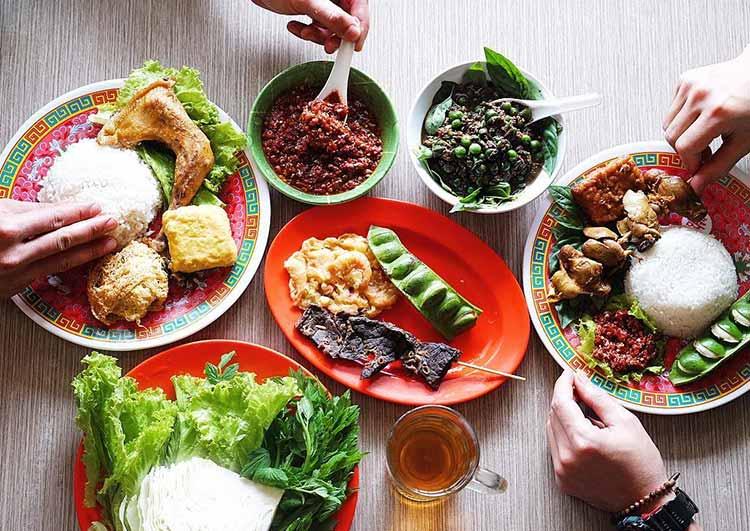 20 Tempat Makan Murah dan Enak Di Bandung Yang Kudu Kalian Datengin Biar Gak Nyesel!