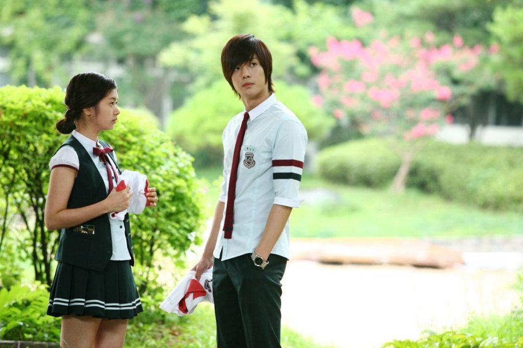 Seragam Sekolah Drama Korea Yang Bagus -Naughty Kiss