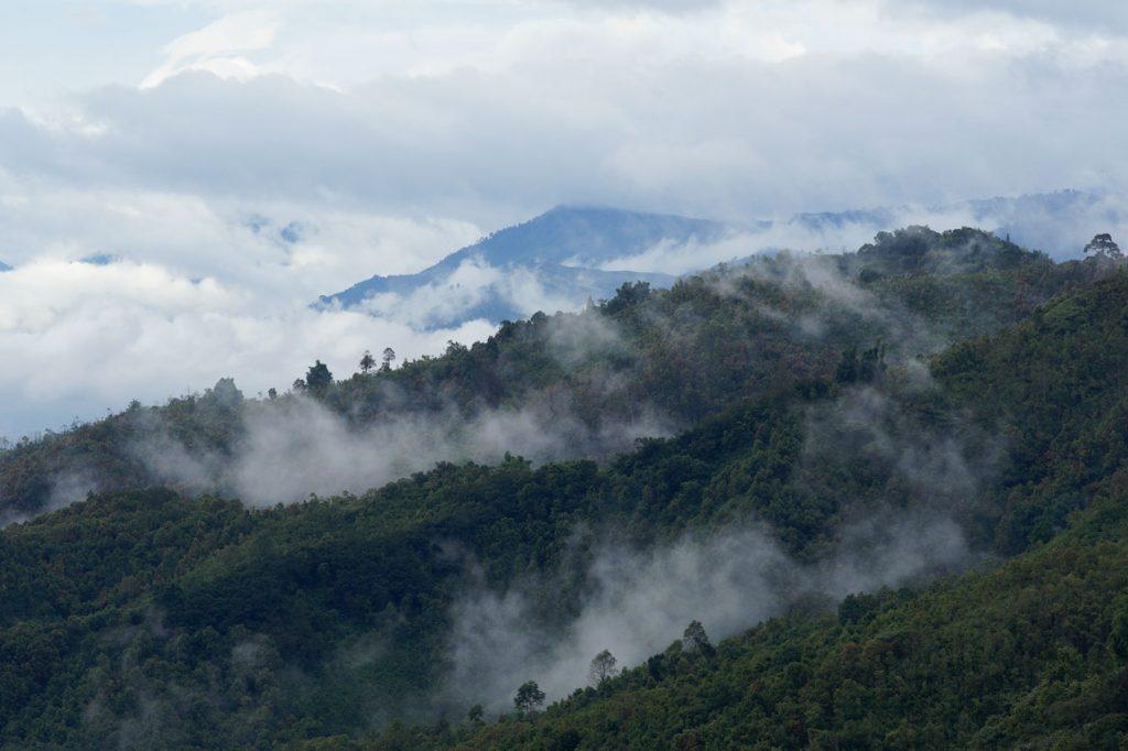 Daftar Gunung Paling Angker Di Indonesia, Berani Mendaki?