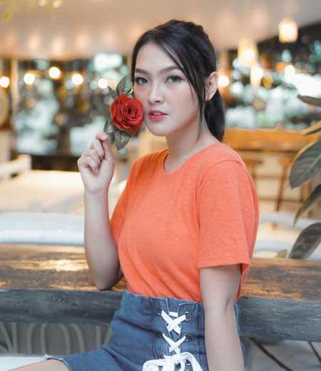 Ana Riana pemeran Rinjani istri Mas Pur di sinetron TOP