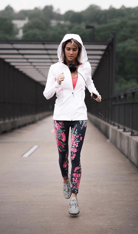 Tips Memilih Outfit Olahraga Wanita Agar Terlihat Stylish Dan Cantik - Blog  Unik
