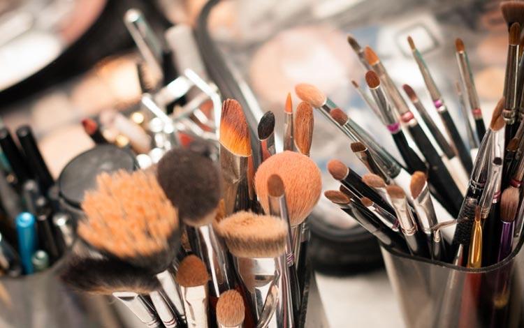 Alat Make Up Lengkap Yang Harus Dimiliki Wanita