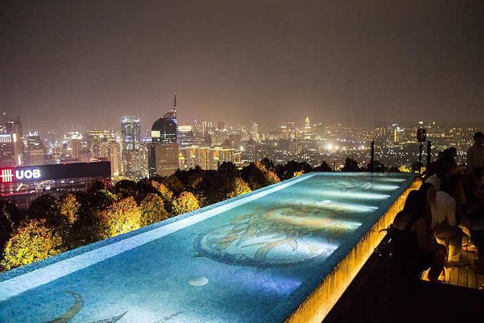 Tempat terbaik merayakan tahun baru di Jakarta - SKYE Bar Restaurant