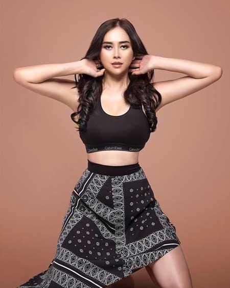Artis cantik Indonesia - Aura Kasih