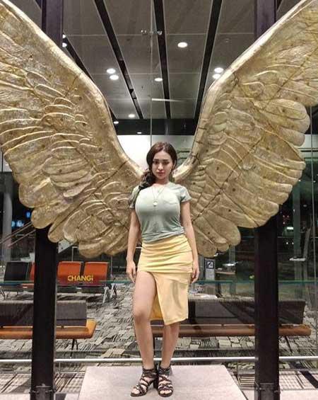 Artis seksi Indonesia - Cupi Cupita