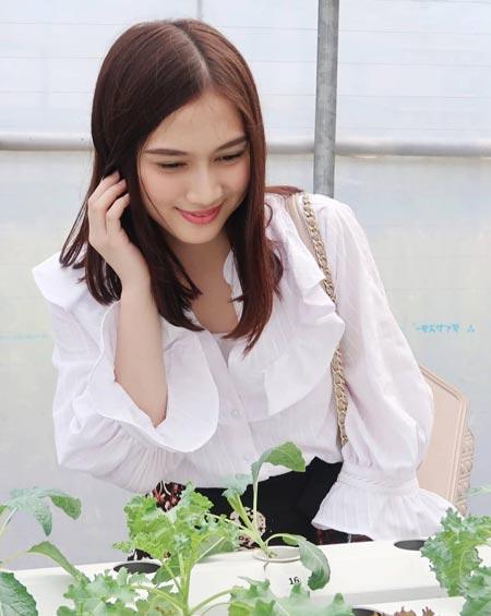 Artis cantik Indonesia - Melody JKT 48