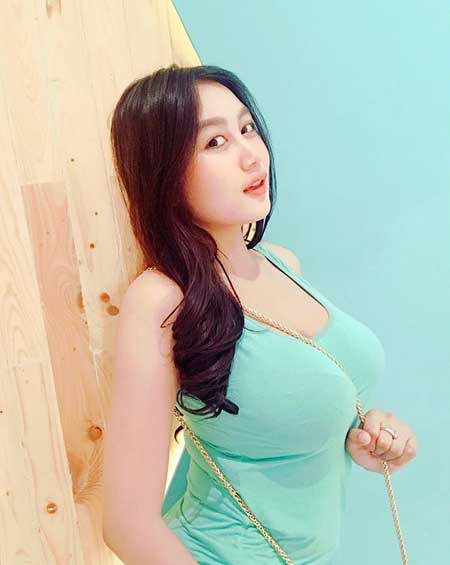 Artis seksi Indonesia - Pamela Safitri