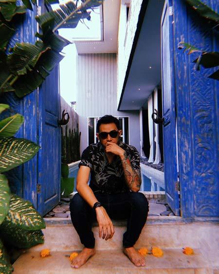 Artis Indonesia Yang Memiliki Tato - Vicky Nitinegoro