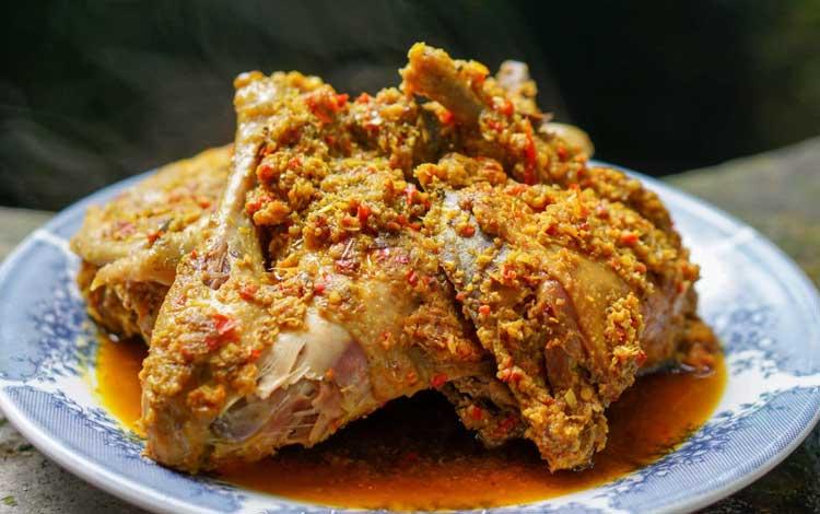 Makanan dan Minuman Khas Bali - Ayam/ Bebek Betutu