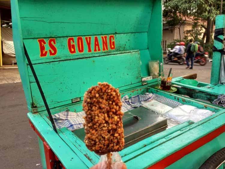 Makanan dan Minuman Khas Jakarta - Es Goyang