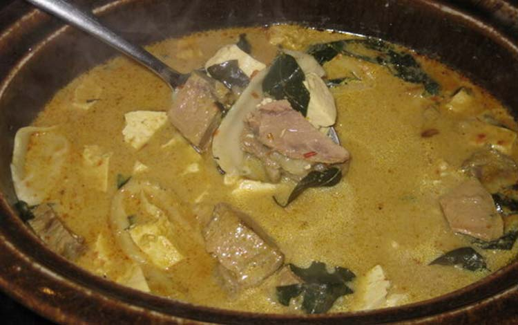 Makanan dan Minuman Khas Jakarta - Ketupat Babanci