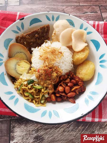 Makanan dan Minuman Khas Jakarta - Nasi Uduk