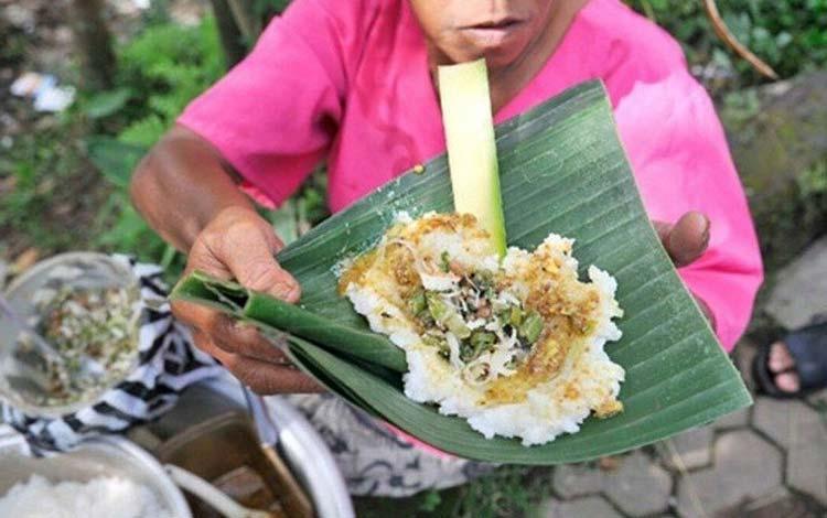 Makanan dan Minuman Khas Bali - Nasi Tepeng
