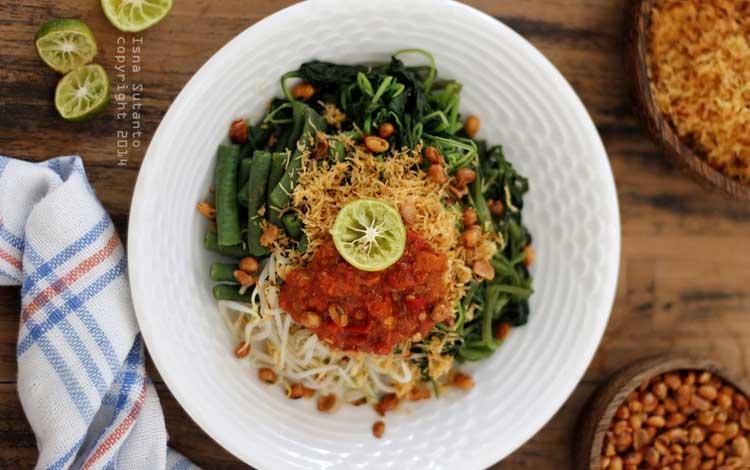 Makanan dan Minuman Khas Bali - Serombotan
