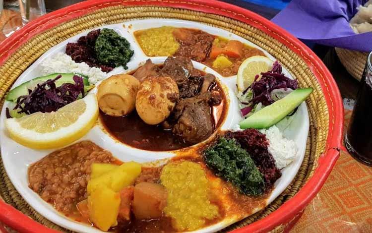 Makanan Dan Minuman Yang Identik Dengan Perayaan Natal - Doro Wat on Injera