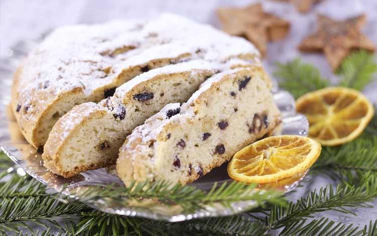 Makanan Dan Minuman Yang Identik Dengan Perayaan Natal - Fruity Stollen Cake