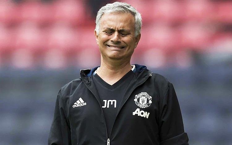 MU pecat Mourinho