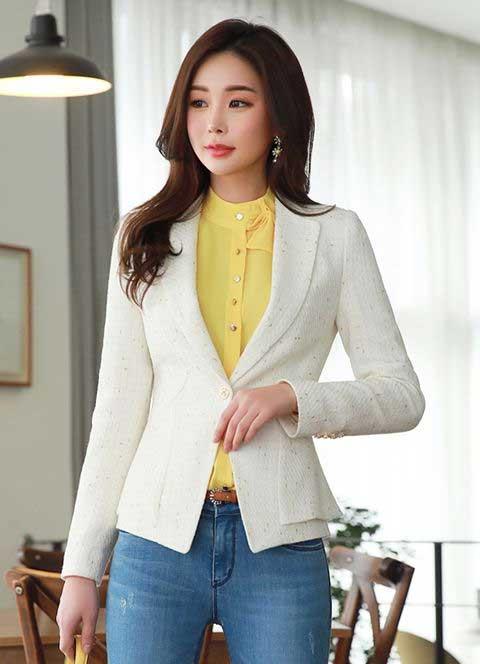Tips Memilih Baju Untuk Wanita Yang Bertubuh Kurus - Blazer yang Tidak terlalu Panjang