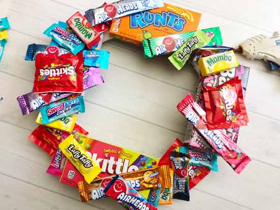 Rekomendasi Hadiah Atau Kado Valentine Untuk Pacar Dan Sahabat - Candy Wreath