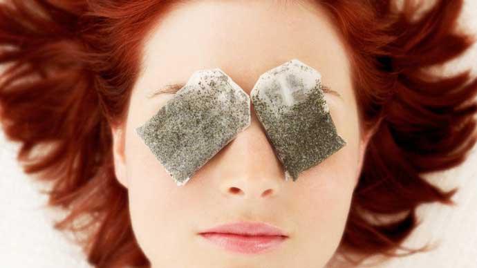 Tips Dan Cara Yang Mudah Dalam Merawat Area Sekitar Mata Pada Wanita - Gunakan kantong teh