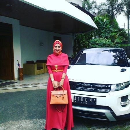 Deretan Artis Indonesia Yang Memiliki Mobil Mewah - Cynthiara Alona