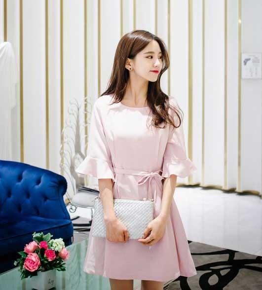 Tips Memilih Baju Untuk Wanita Yang Bertubuh Kurus - Gunakan Ikat Pinggang pada dress