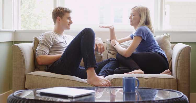 Cara PDKT Yang Paling Ampuh Untuk Mendapatkan Pacar - Jadilah pendengar yang baik