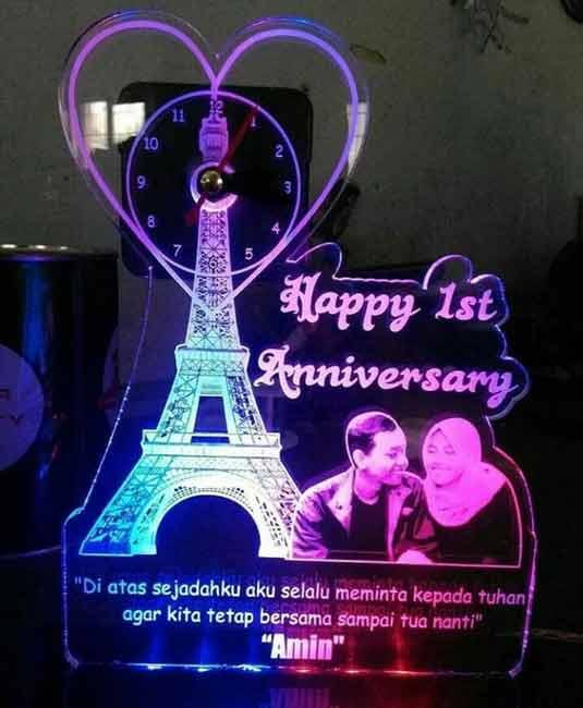 Rekomendasi Hadiah Atau Kado Valentine Untuk Pacar Dan Sahabat - Lampu acrylic