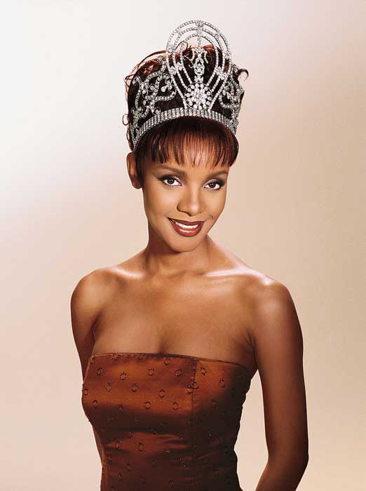 Pemenang Miss Universe Dari Waktu Ke Waktu - Mpule Kwelagobe - 1999