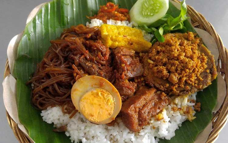 Makanan dan Minuman Khas Surabaya - Nasi Campur Tambak