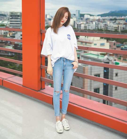 Tips Memilih Baju Untuk Wanita Yang Bertubuh Kurus - Pilihlah Skinny Jeans untuk bawahan