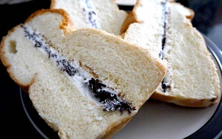 Makanan dan Minuman Khas Medan - Roti Tawar Selai Srikaya Ganda