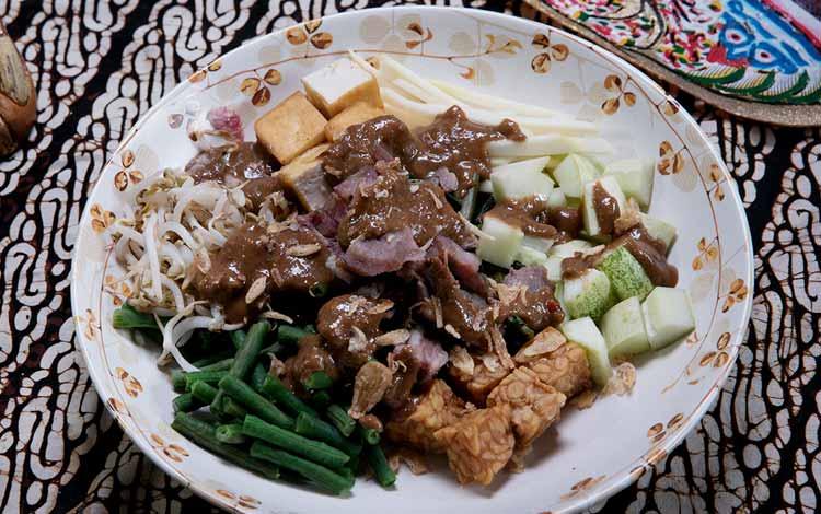 Makanan dan Minuman Khas Surabaya - Rujak Cingur