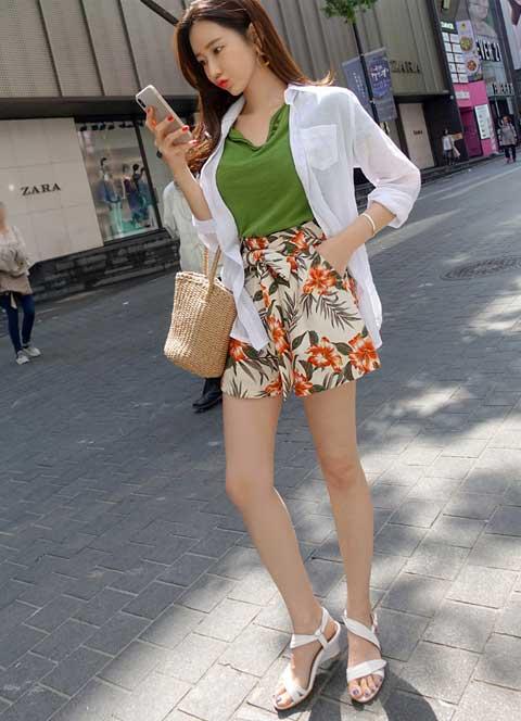 Trend Fashion Korea Yang Akan Booming Di Tahun 2019 - Floral Pants