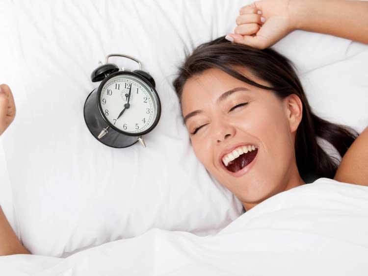 Tips Dan Cara Yang Mudah Dalam Merawat Area Sekitar Mata Pada Wanita - Usahakan tidur yang cukup