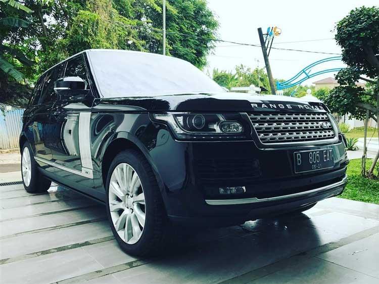 Deretan Artis Indonesia Yang Memiliki Mobil Mewah - Uya Kuya