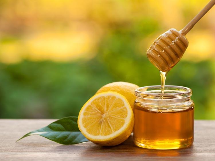Cara Alami yang Ampuh Untuk Mengobati Panas Dalam Madu dan perasan lemon
