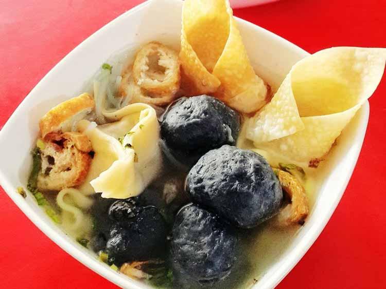 Berbagai Makanan Yang Berwarna Hitam - Bakso hitam