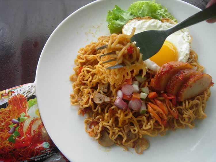 Daftar Masakan Indonesia yang Terkenal di Mancanegara Indomie goreng