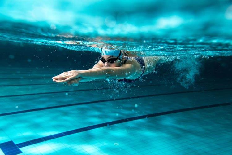 Daftar Olahraga yang Bagus Untuk Menjaga Kesehatan Jantung Renang