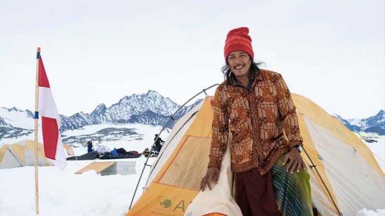 Daftar Orang Indonesia yang Paling Pertama - Ricky Santino (Orang Indonesia pertama yang menjadi koki masak di Antartika)