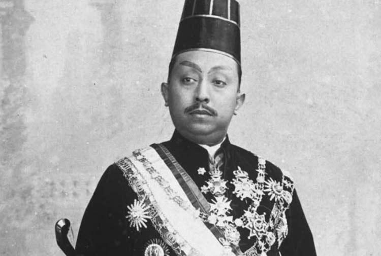 Daftar Orang Indonesia yang Paling Pertama - Sri Susuhunan Pakubuwono ke-10